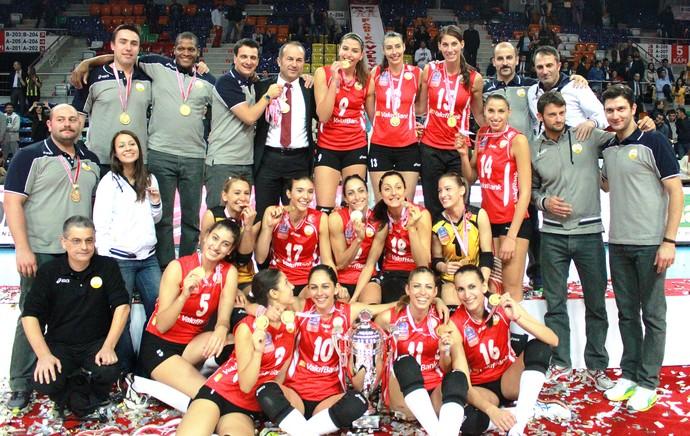 Sheilla campeã da Supercopa da Turquia de vôlei (Foto: Divulgação )