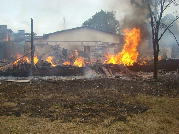 Coronel Sapucaia incêndio (Foto: Vilson Nascimento/ A Gazetanews)