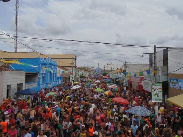 Festa de carnaval em Esperança, no Agreste, é um dos maiores da região. Em 2016, sofrerá cortes por causa da crise (Foto: Emerson Santos / Secom-PME)
