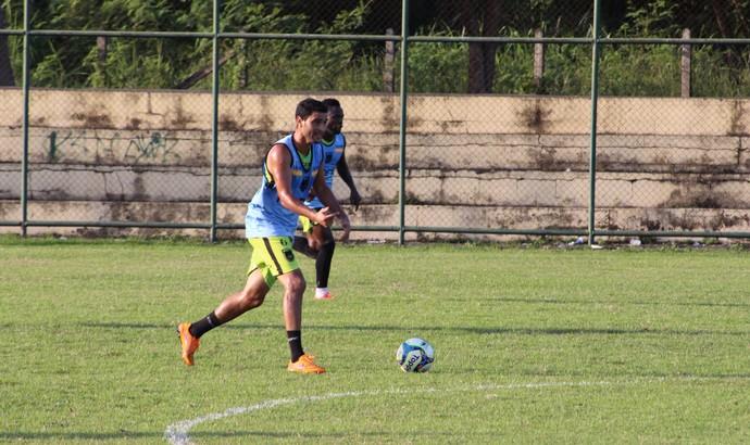 Jorge Luiz ainda sente receio de fazer alguns movimentos (Foto: Pedro Borges/Fair Play Assessoria)