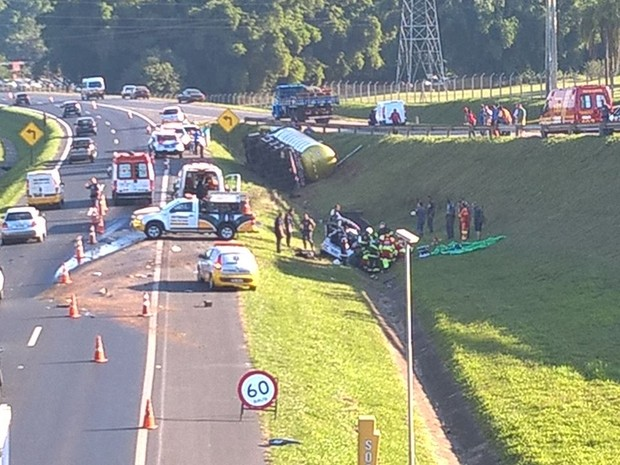 Acidente na SP-340 deixa dois mortos e três feridos em Mogi Mirim (SP)  (Foto: Dario Borges)