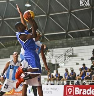 márcio elizandro armador angolano campeonato brasileiro basquete sub-15 (Foto: Willian Lucas / Inovafoto)