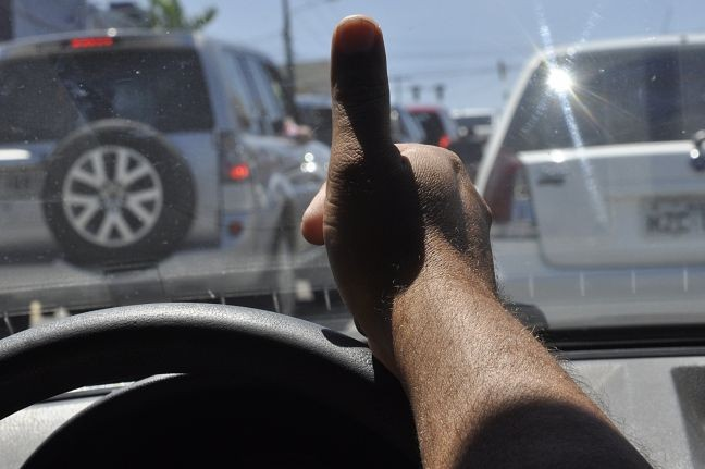 Gentileza no trânsito (Foto: Arquivo Google)