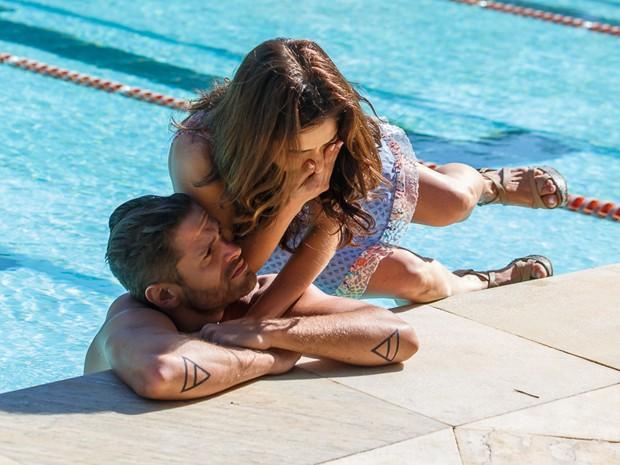 Favoritos Louca por amor? Itália (Sabrina Petraglia) se joga na piscina de  DR01