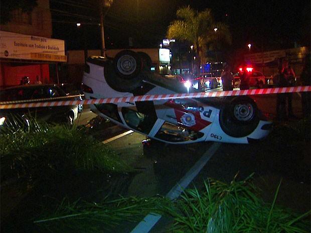 Dois policiais estavam na viatura durante o acidente na Avenida Brasil em Campinas (Foto: Reprodução/ EPTV)