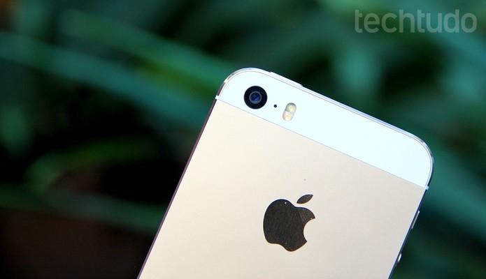 iPhone 5S tem lente traseira de 8 megapixels com flash LED (Foto: Luciana Maline/TechTudo)