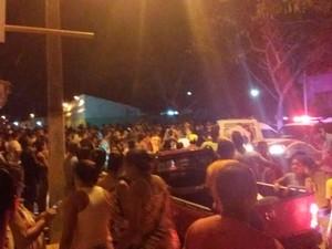 População de reuniu na noite de sexta-feira (1º) em protesto (Foto: Blog  Políticos do Sul da Bahia)