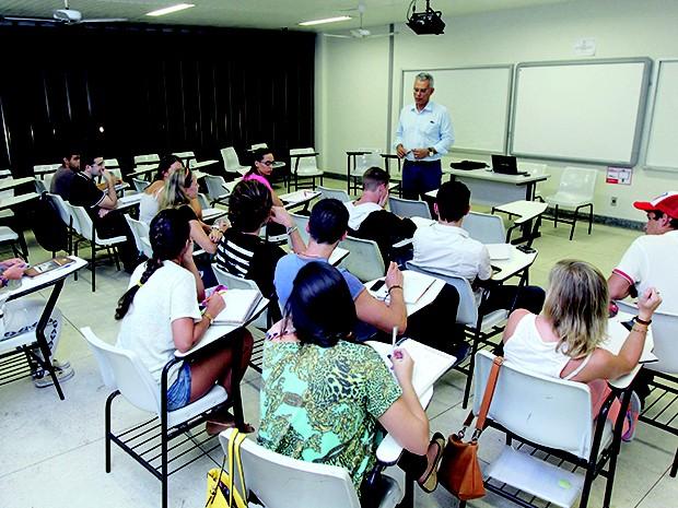 Entre os diferenciais do curso, estão as disciplinas em inglês, o Programa de Dupla Titulação Estrangeira e o de Dupla Graduação, com Economia. (Foto: Davi Maia/Unifor)
