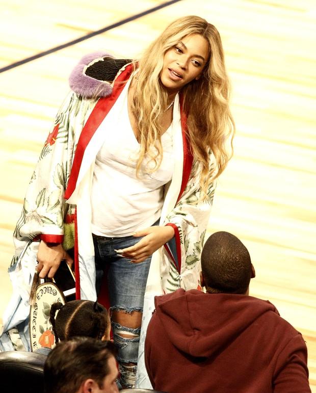 Beyoncé e Jay-Z em jogo de basquete em Nova Orleans, nos Estados Unidos (Foto: Derick E. Hingle/ Reuters)