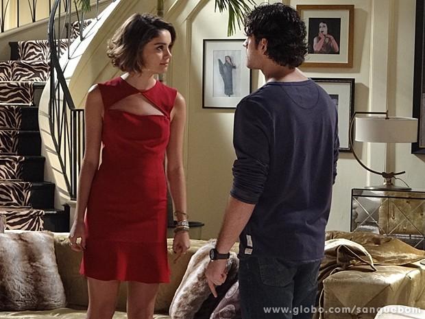 Amora dá um passa fora no florista e expulsa ele de sua casa (Foto: Sangue Bom/TV Globo)