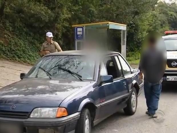 Motorista foi preso em flagrante após bafômetro apontar 1.20 mg/l de álcool (Foto: Reprodução/RBS TV)