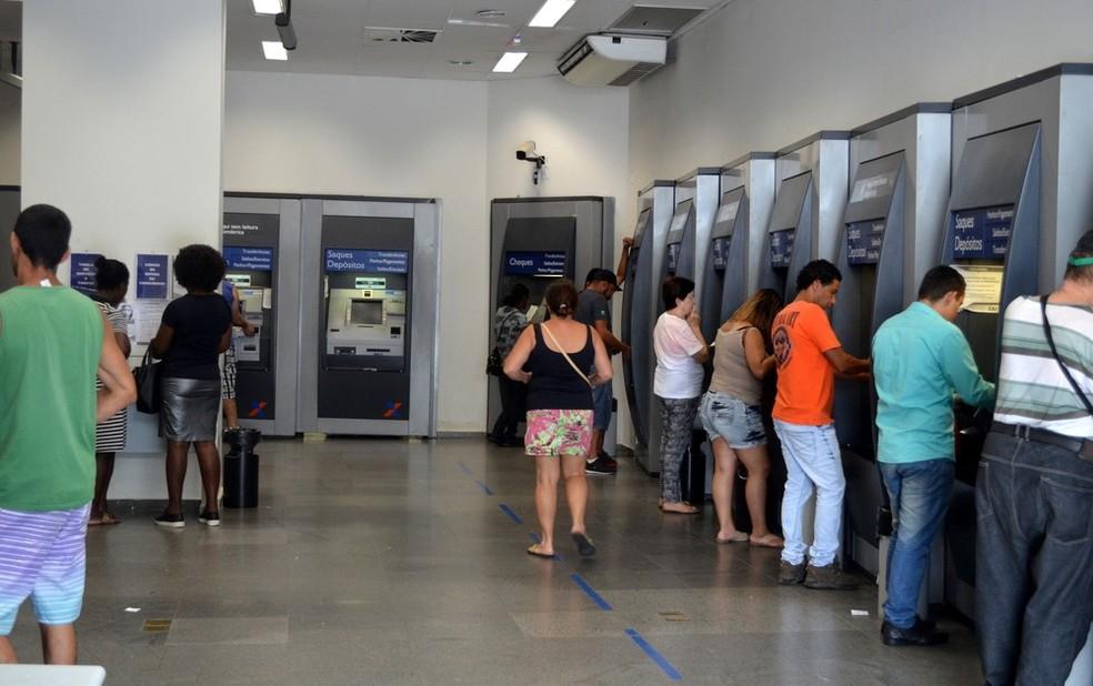 Mais de 2 mil agências da Caixa abrem em todo o país, das 9h às 15h, no sábado (8) (Foto: Carol Giantomaso/G1)