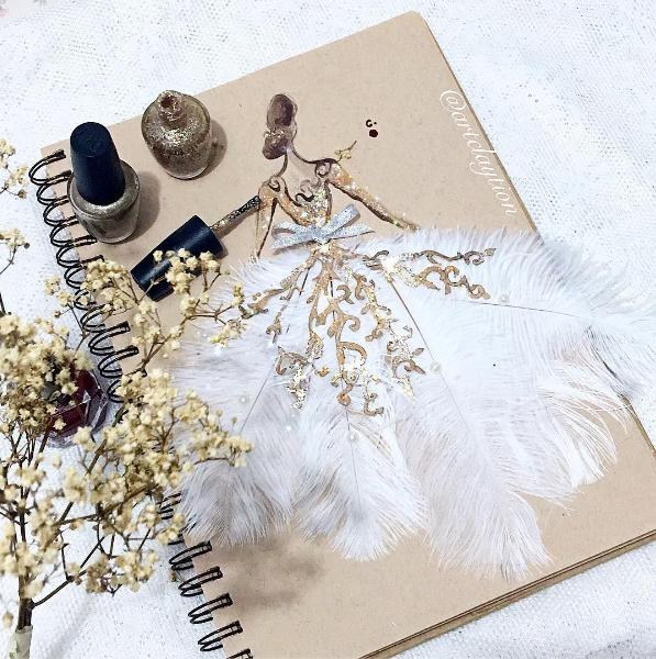 Vestido de festa dourado com branco (Foto: Reprodução / Instagram)