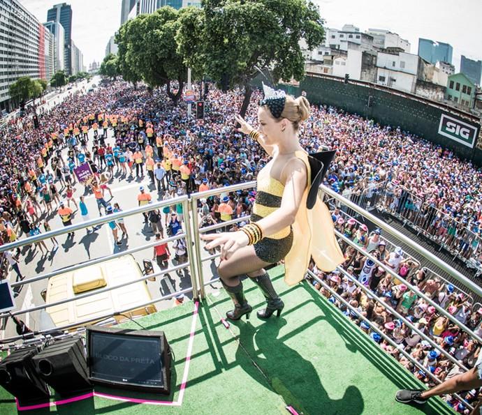 Carolina Dieckann inspira os fãs com suas fantasias em cima do trio elétrico  (Foto: Divulgação/ Coletivo Luna)