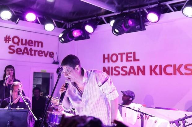 Zeca Pagodinho se apresenta em festa da Vogue no Hotel Nissan (Foto: Reprodução)