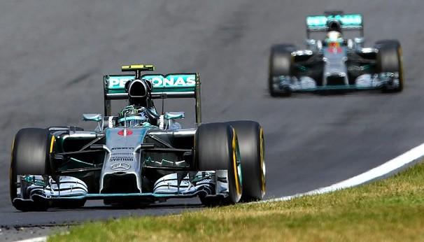 Os pilotos da Mercedes continuam sendo os destaques da temporada 2014 da Fórmula 1 (Foto: globoesporte.com)