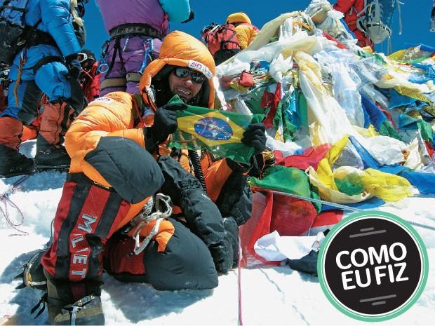 RODRIGO RAINERI   Alpinista, de 43 anos. Autor de No teto do mundo, (Editora Leya). Ele se prepara para a terceira expedição ao Everest. Na foto, no cume da montanha em 2011  (Foto: divulgação)