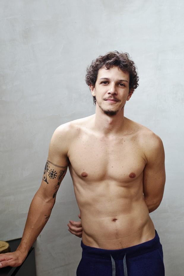 Ensaio sensual com o ator Rafael Losso na revista Tpm  (Foto: Ilana Bessler - Revista Tpm)