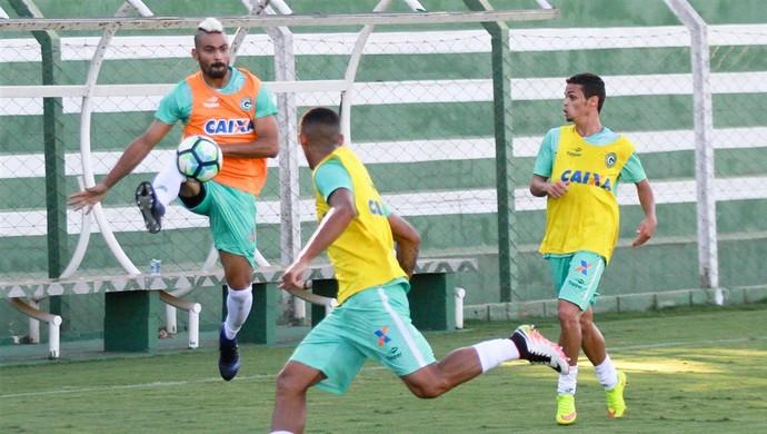 Tony, lateral do Goiás, Michael, atacante (Foto: Rosiron Rodrigues/Goiás E.C.)