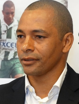 Gilberto Silva anuncia fim da carreira como jogador (Foto: Guilherme Frossard)