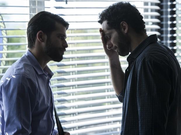 Mouhamed Harfouch contracenando com Bruno Gagliasso (Foto: Dupla Identidade / TV Globo)