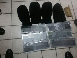 Polícia encontrou placas de carros com suspeitos  (Foto: Divulgação/Polícia Militar)