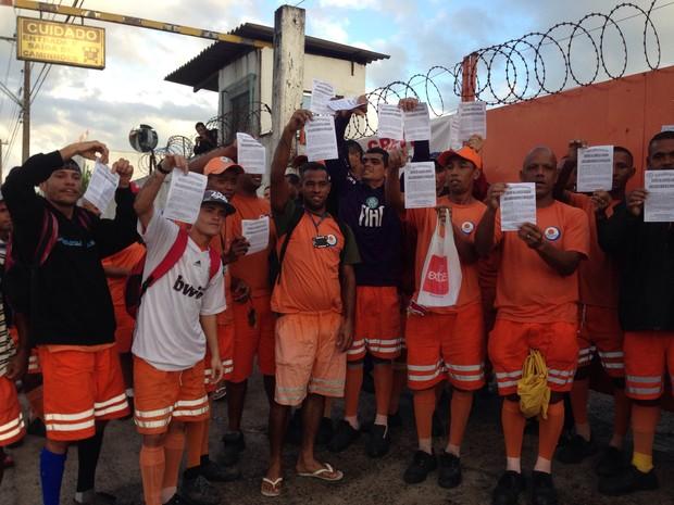 Funcionários de Praia Grande também aderiram à paralisação (Foto: Thais Rozo / TV Tribuna)
