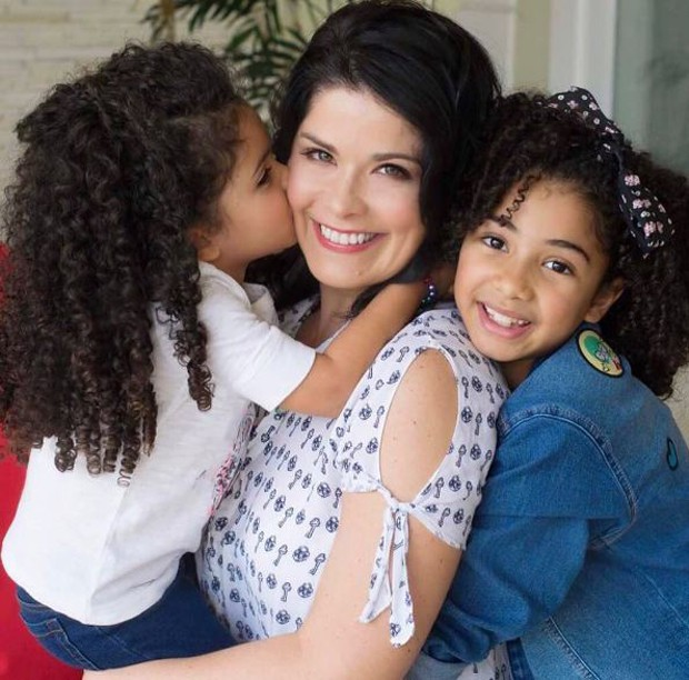 Samara Felippo com as filhas (Foto: Reprodução/Instagram)