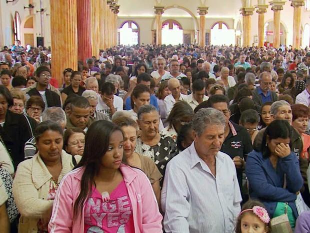Fiéis celebram 109 anos de morte de Padre Victor, em Três Corações (Foto: Reprodução EPTV)