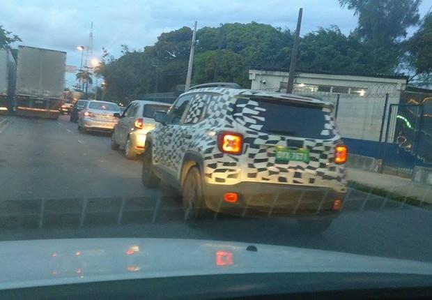 Flagra do Jeep Renegade em Recife (Foto: Emilio Saad Neto/Autoesporte)