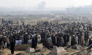 Paquistão presta homenagem às vítimas de ataque a universidade