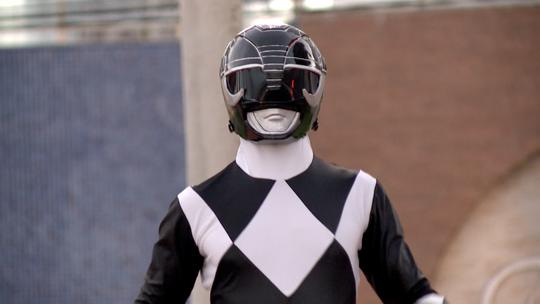 Power Ranger preto circula pelas ruas de Vila Velha
