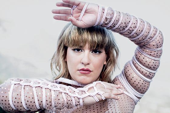 """Alice Caymmi passou, segundo ela, por """"uma limpeza energética e visual"""" para dar forma a seu terceiro álbum, que será lançado em janeiro (Foto: Daryan Dornelles)"""