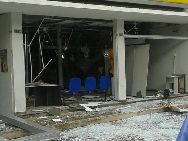 Explosão de caixa eletrônico em Itapecerica (Foto: Alessandra Santos/Arquivo Pessoal)