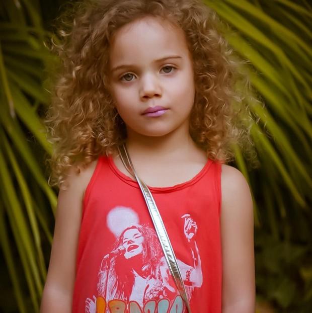 Ava, a primeira filha de AJ (Foto: Reprodução)