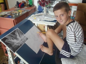 Em sua página no Facebook, Arijon mostra desenhos copiados com precisão (Foto: Reprodução/Facebook/Arijon Krasniqi)