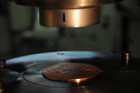 Fabricação das medalhas dos Jogos Olímpicos Rio 2016 (Foto: Divulgação)