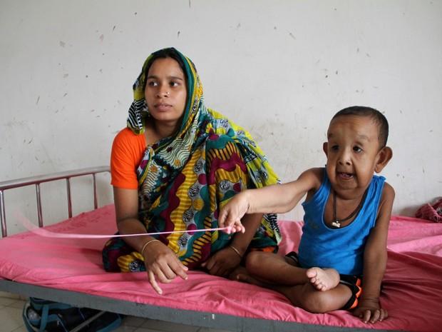 Menino foi admitido ao hospital para testes e tentar diagnóstico da doença (Foto: STR / AFP)