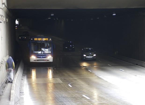 Na manhã desta segunda-feira (31), poucos carros passavam pelo local e deixaram o trânsito tranquilo (Foto: Cris Farhat/G1)