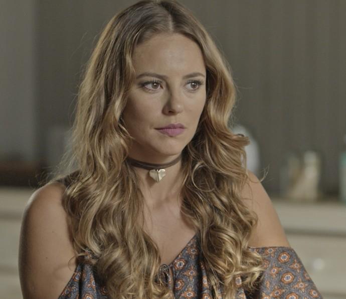 Ela está decidida a descobrir quem é o pai de seu filho (Foto: TV Globo)