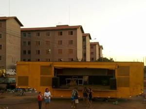 MC Daleste tocava em palco no CDHU San Martin, em Campinas, quando foi atingido (Foto: Rogne Paes/EPTV)