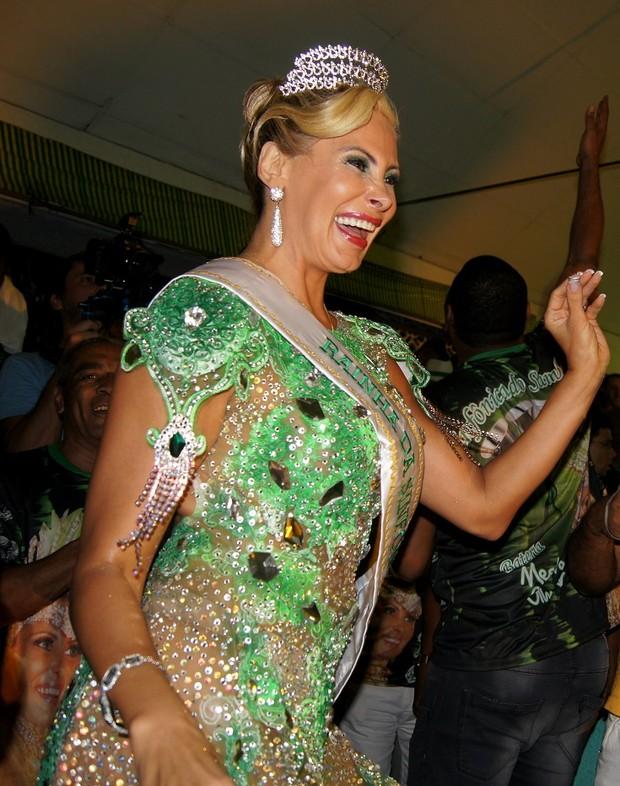 Ângela Bismarchi é coroada rainha de bateria da Império Serrano (Foto: Carol Grosskopf / MF Models Assessoria )