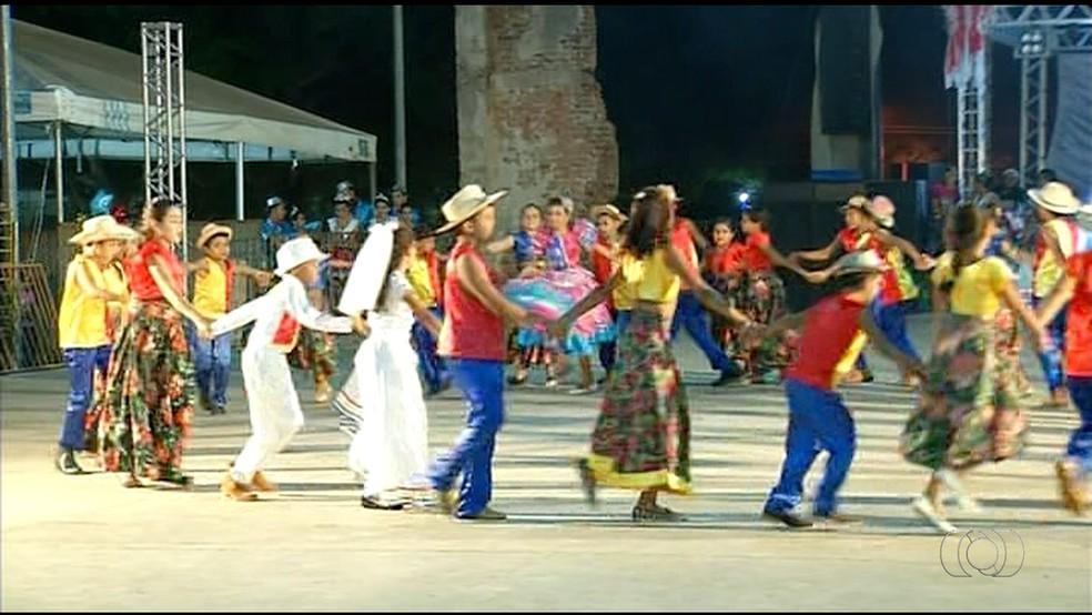 Abertura do festival de quadrilha (Foto: Reprodução/TV Anhanguera)