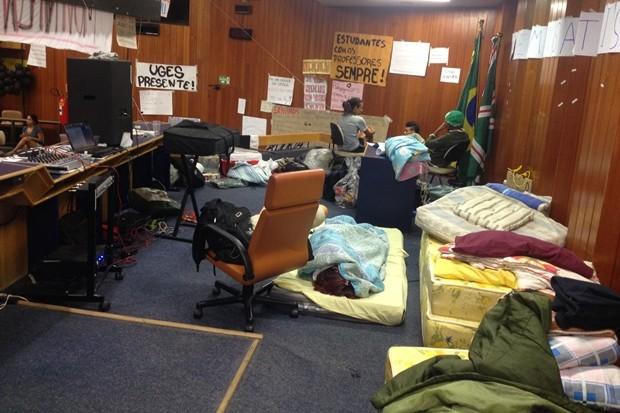 Professores grevistas passam fim de semana em ocupação na Câmara de Goiânia (Foto: Victor Andrade/TV Anhanguera)