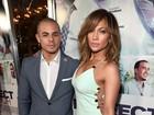 Jennifer Lopez arrasa com vestido sexy em première nos Estados Unidos