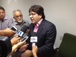 Rafael Fonteles disse que servidores vão receber salários atrasados (Foto: Gustavo Almeida/G1)