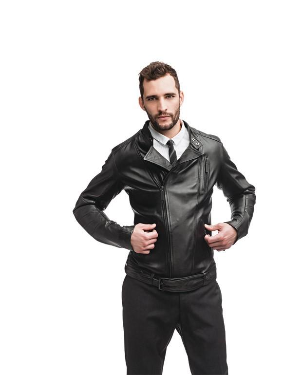 Jaqueta etiqueta Negra | Camisa Burberry | Gravata de lã Dolce & Gabbana | Calça de lã Vr (Foto: Marlos Bakker)