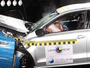 Airbag se abre durante teste de colisão do Latin NCap (Foto: Divulgação/Latin NCap)