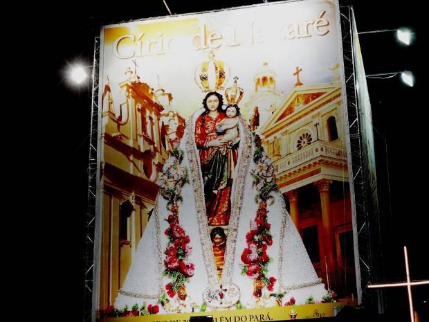 Cartaz do Círio 2013 foi apresentado ao público na Praça Santuário (Foto: Ingrid Bico/G1)