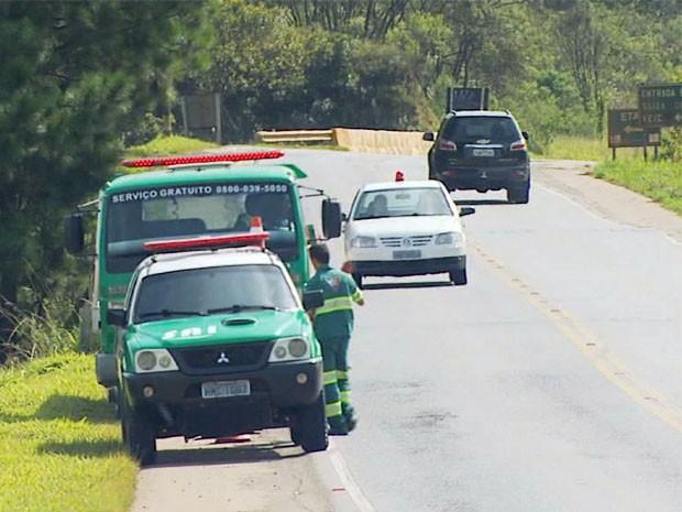 Serviço de guincho do DER em rodovias estaduais é suspenso no Sul de Minas (Foto: Reprodução EPTV)